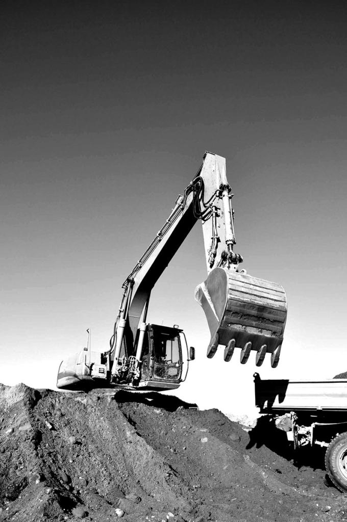 Excavator on worksite using AIC Rentals facilities